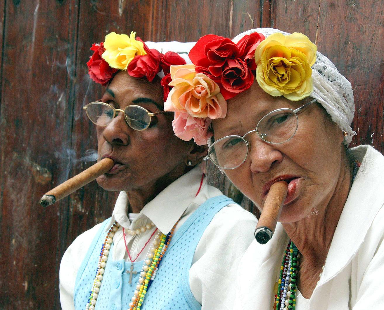 old-ladies_cigars1.jpg