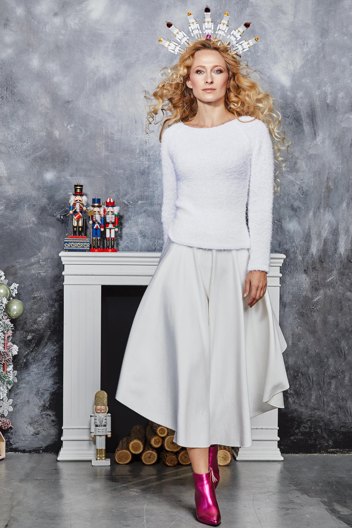 Karácsony közeledtével mi nők szeretünk mindig egy kis csillogást vinni az  otthonunk dekorálásába és ha bármelyik bevásárlóközpontban nézelődünk d0b46f5e5b