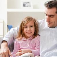Felelősebb vezetők a lányos apukák?
