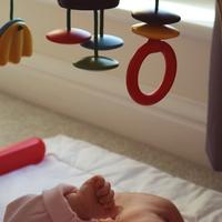 Mit csinál egy három hónapos baba