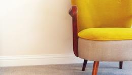 A sárga fotel és egy szülinap
