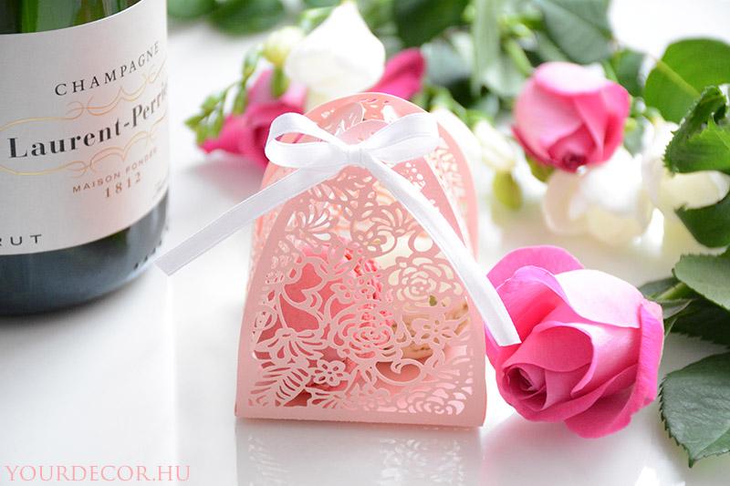 macaron-rozsas-dobozban-eskuvoi-koszonetajandek-vendegajandek2_1.jpg