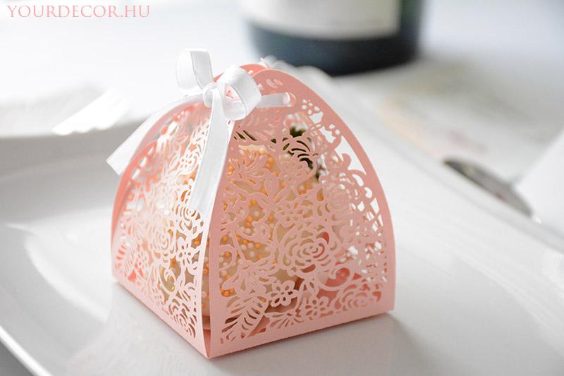macaron-rozsas-dobozban-eskuvoi-koszonetajandek-vendegajandek5.jpg