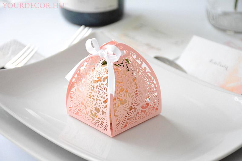 macaron-rozsas-dobozban-eskuvoi-koszonetajandek-vendegajandek6.jpg