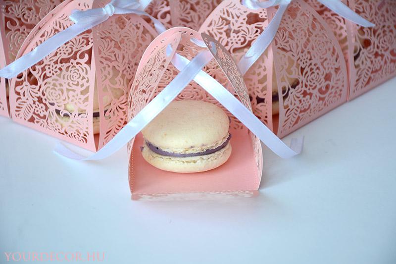 macaron-rozsas-dobozban-eskuvoi-koszonetajandek-vendegajandek8.jpg