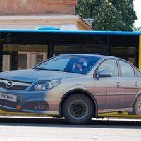 Egy Opel a buszon