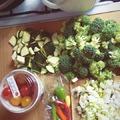 Pikáns cukkinis, brokkolis tészta koktélparadicsommal