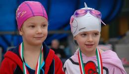 Mikulás - Kupa   úszóverseny  ép és fogyatékossággal élő gyerekeknek