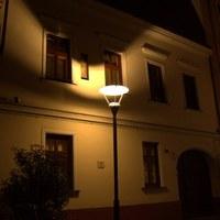 Pécs: zavaró fények a sétálóutcában