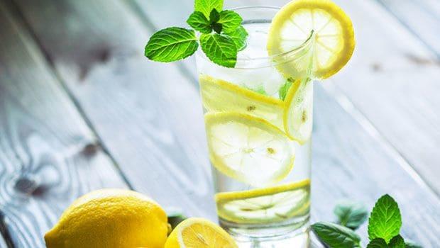 lemon-water_620x350_41517389432.jpg