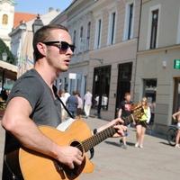 """""""Úgy szeretnék végigsétálni a Király utcán, hogy körülvesz a zene"""" - interjú Ian O'Sullivannel"""