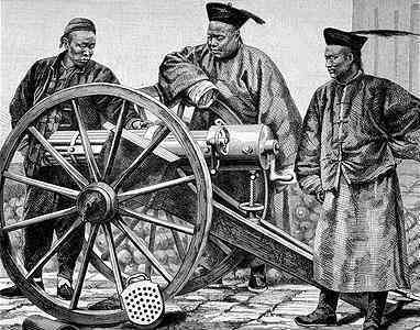 Chinese_officers_with_Montigny_Mitrailleuse.jpg