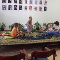 Játékos barangolás a mesék birodalmában - Nyári Mesedélelőttök a Városi Könyvtárban