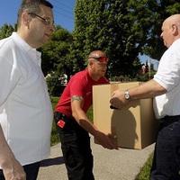 Másfél tonna adomány érkezett Zircre Pohlheimből