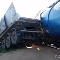 Küzdenek a mozdonyvezető életéért - Kettészakadt a kamion, miután vonattal ütközött Nyúlon - Frissítés
