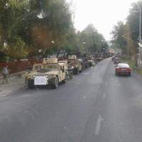 Elakadt a hadgyakorlatozó konvoj Zircen - Friss: áthaladtak, videó