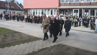 Kép-újság, 130. szám 2014. 03. 18.