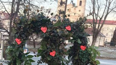 Szerelmes/fotózkodós pad a Rákóczi téren