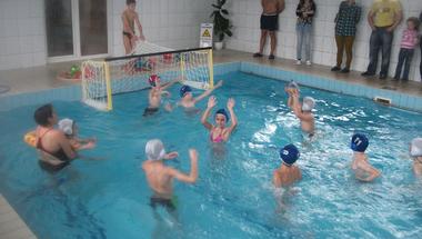 Kép-újság, 164. szám  -  2014. november 26. -  Vízilabda Zircen