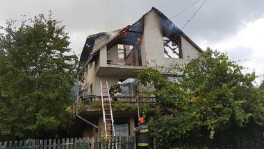 Kigyulladt egy ház Borzaváron