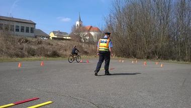 Rendőrök az iskolában