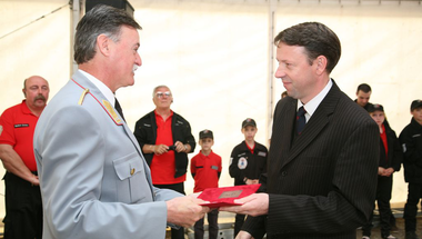 Elismerések átadása az országos tűzoltó találkozón Pilisszentivánon
