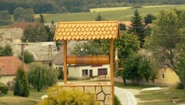 Olcsó telkekkel csábítják a fiatalokat a festőien szép bakonyi faluba
