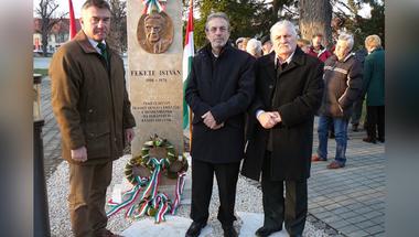Fekete István emlékmű avatás Zircen
