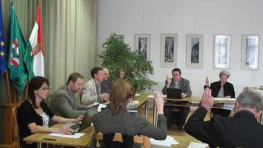Tovább üzemelhet a Tanuszoda (Képviselő-testületi ülés 2014. 03.31.)