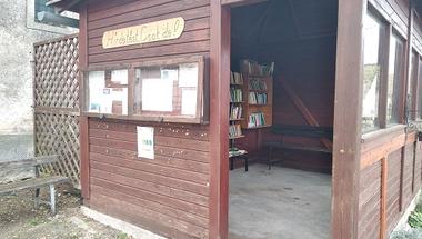 Könyvtár a buszmegállóban