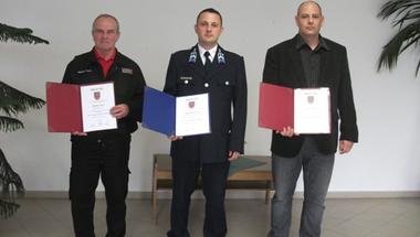 Mentős, rendőr, tűzoltó