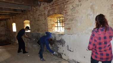 Fiatalok védték városunk épített örökségét