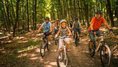 Vezetett családi kerékpártúra Eplényben