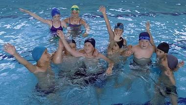 Kölyökidő: Ha nyár, akkor úszótábor!