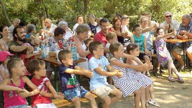 """Bakonyi finnbarátok hármas ünnepe a százéves ,,Ezer tó országa"""" tiszteletére"""