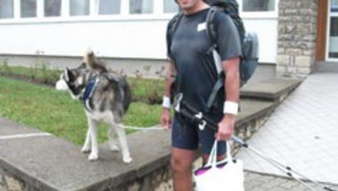 11 éve sétáltatja kutyáját