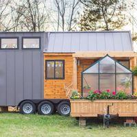 Miniatűr ház saját guruló melegházzal