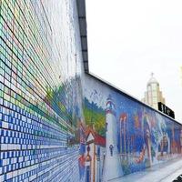 85.794 db Rubik kockákból épült fal