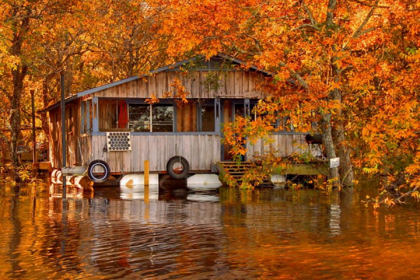 Floating-Cabin-Ouachita-River-600x400.png