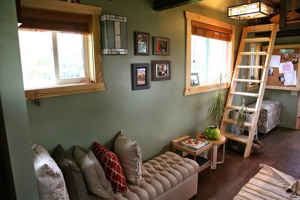 Tiny-House-Family-Interior.jpg