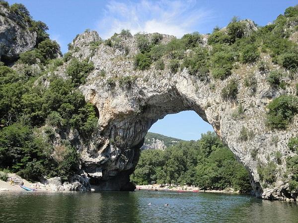 natural_bridge-Pont_d'Arc_Ardèche.JPG