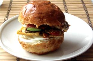 Így csinált a párom vegetáriánus burgert konyhai maradékokból!