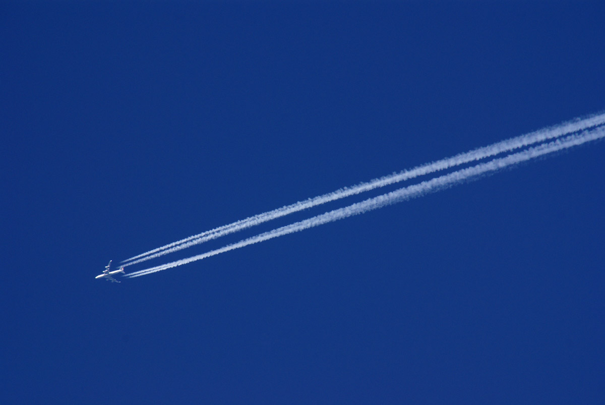 airplane-vapour.jpg