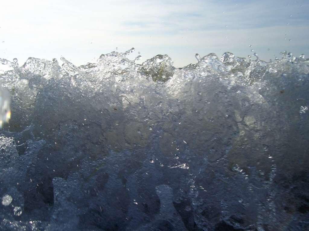 baltic_sea_wave_cien_water.jpg