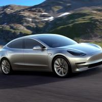 Nyáron jön a Model 3