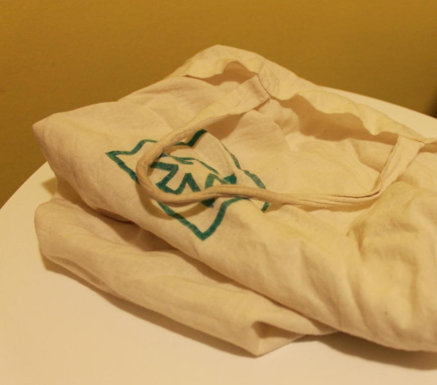 A vászonszatyor tartós, javítható és természetes alapanyagú csomagolás.