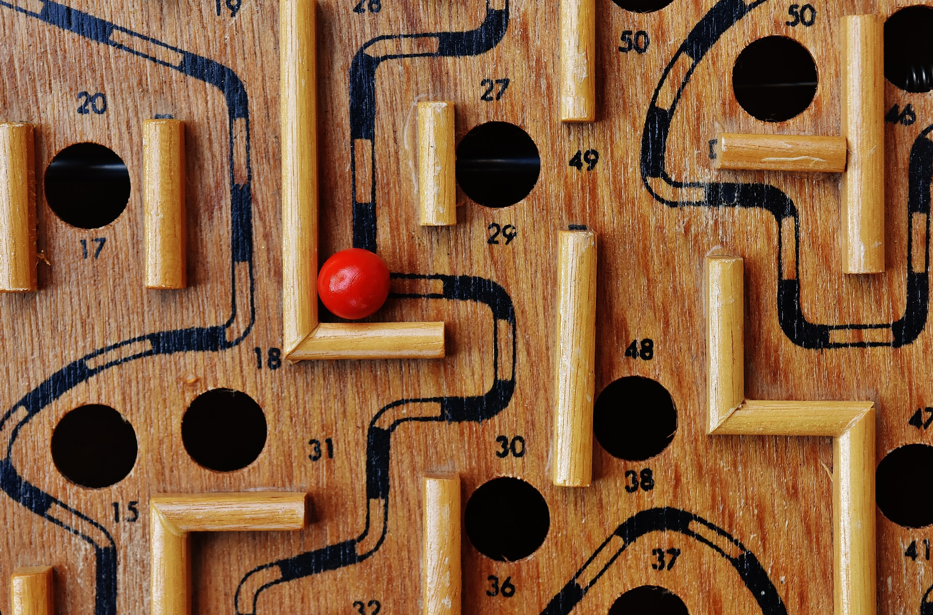 labyrinth-1738043_1920.jpg