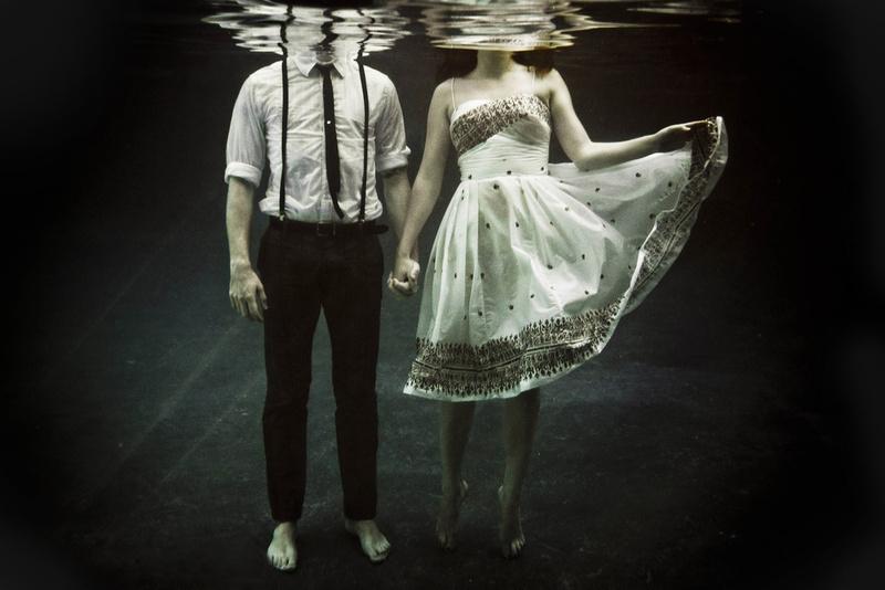 couple-photo-under-water-urban-water-Favim.com-361131.jpg