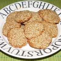 Szezámmagos keksz gyömbérrel és fahéjjal
