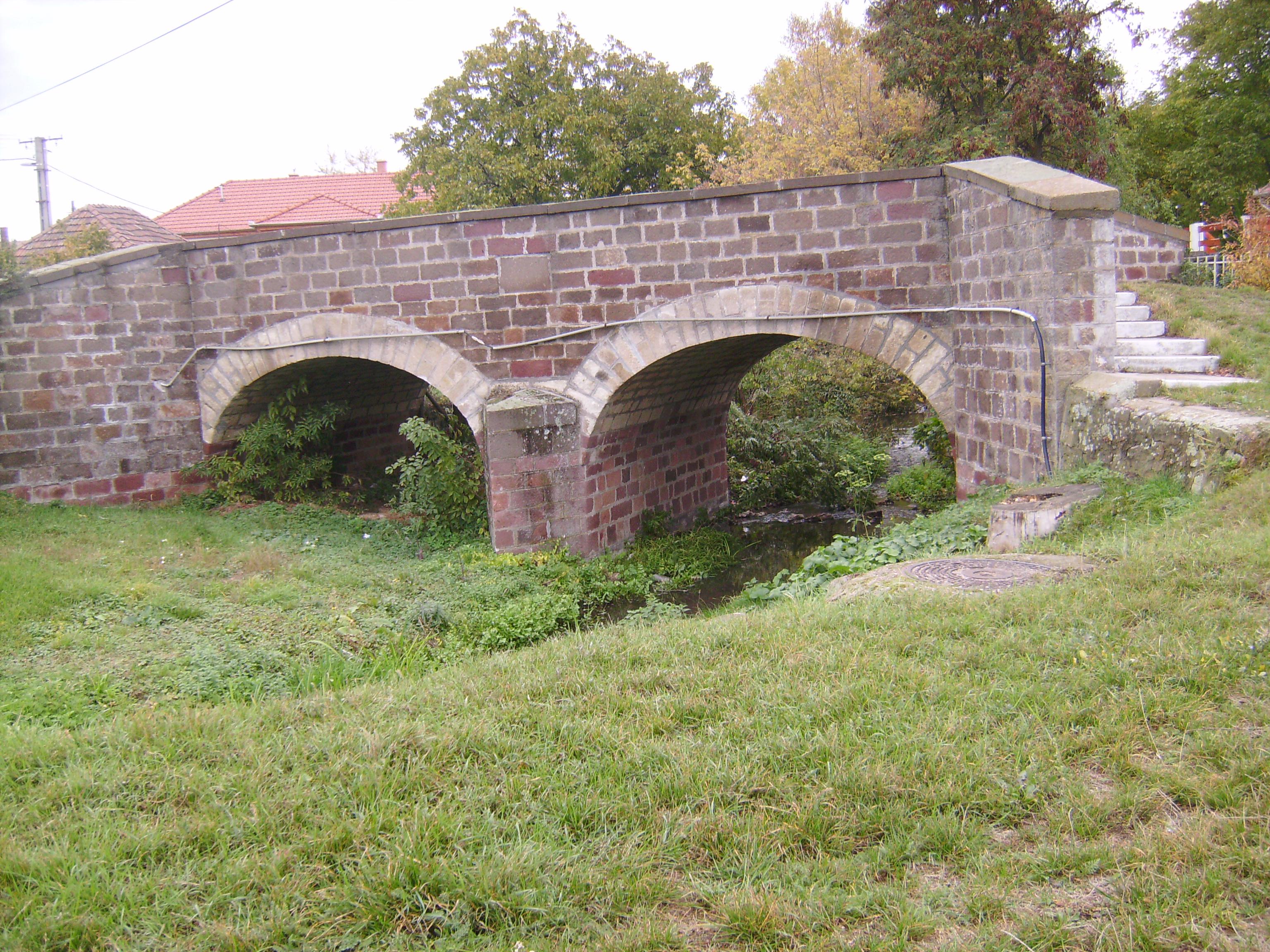 Híd a Hór-patak felett